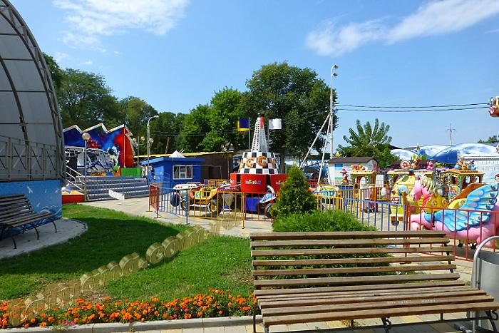 Анапа август городской парк аттракционы