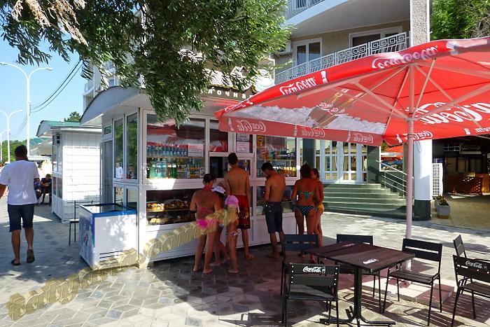 Анапа летнее кафе при входе на пляж